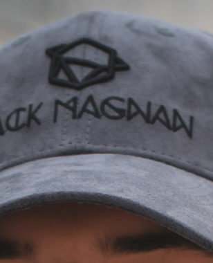 Incubated at MBS, Jack Magnan is a brand imagined by Alex. It offers headgear combining innovation, ethics and social responsibility as a tribute to his grandfather.