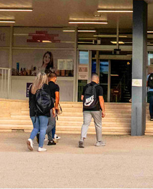 """Student Initiative: Matteo and three of his classmates imagine """" 1 jour 1 Start-up """" (""""1 day 1 Start-up""""), an editorial concept that stimulates creativity and entrepreneurial spirit!"""